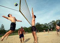 Beachvolleyballspiel am Krontahler Weiher